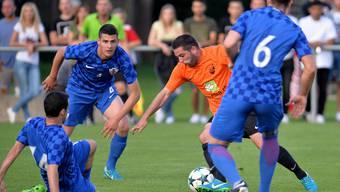 Deitingens Tobias Stalder lässt vier Kroaten aussteigen, trifft aber nicht ins Tor.