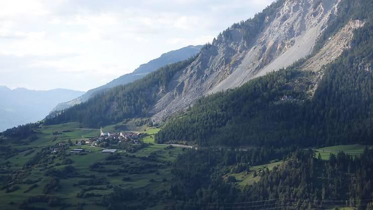 Das Bergdorf Brienz im Kanton Graubünden rutscht schneller talwärts, auch der Hang oberhalb ist instabil. Evakuierungen werden nicht mehr ausgeschlossen. (Archivbild)