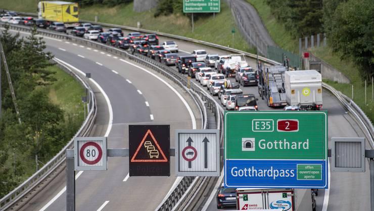 Gehört zum Schweizer Sommer wie das Glacé: Der Stau vor dem Gotthard.