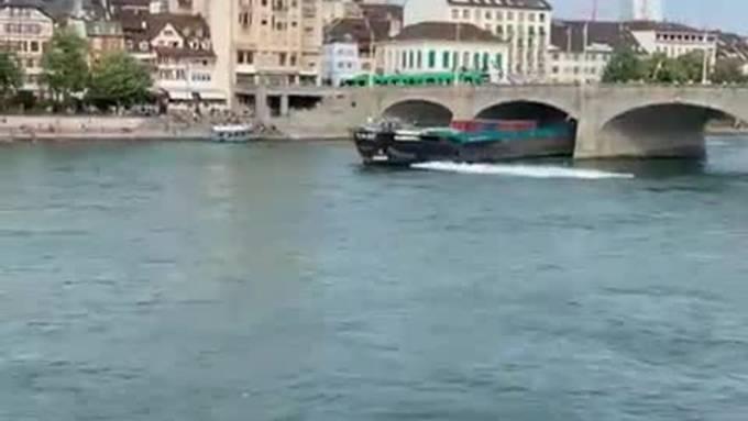 Am Donnerstagabend, 18. Juli 2019,kollidierte ein Frachtschiff mit der Mittleren Brücke und der Johanniterbrücke in Basel.