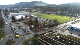 Im Kleinholz auf der ehemaligen Minigolfanlage inklusive Parkplätzen soll das Ballsport-Center entstehen. Auf der Rasenfläche rechts hinten ist das Aussenfeld geplant.