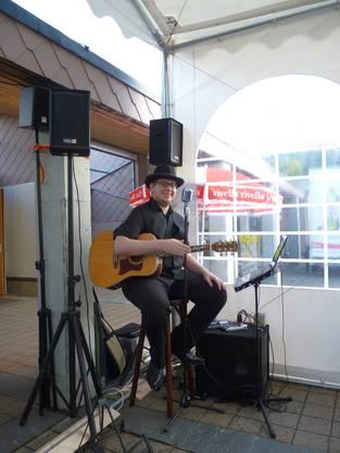 Dominik Wehrli aus Unterkulm singt bekannte County-Songs