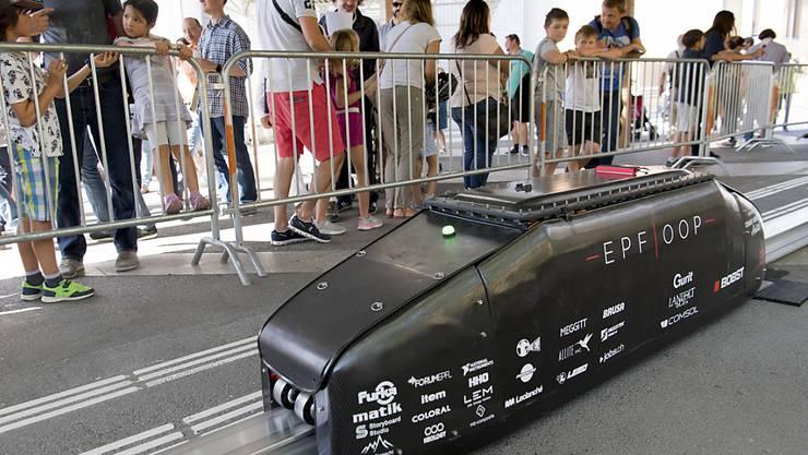 """Die Hyperloop-Kapsel """"Bella Lui"""" des Teams EPFLoop wurde im September am Tag der offenen Tür der EPFL präsentiert. (Archivbild)"""