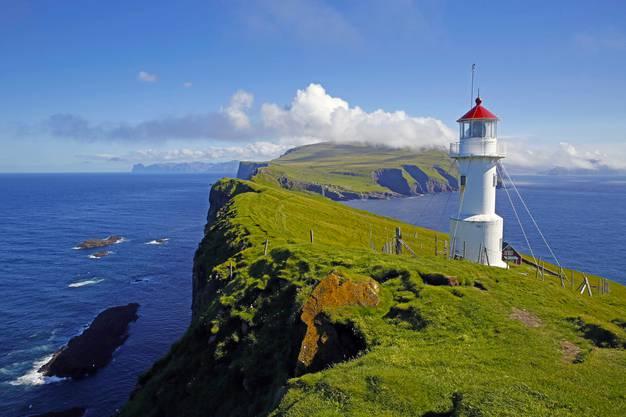 Der Leuchtturm auf der Insel Mykineshólmur ist ein absolutes Highlight und auf jeden Fall eine kleine Wanderung wert.
