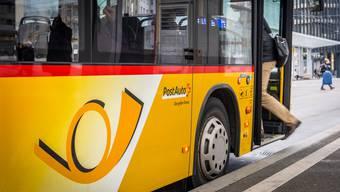 Volle Busse im Thal wegen kleineren Bussen und ausgedünntem Fahrplan. (Symbolbild