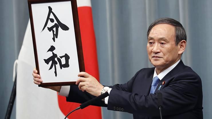 Die japanische Regierung hat am Montag den mit Spannung erwarteten Slogan der neuen Kaiserära bekanntgegeben.