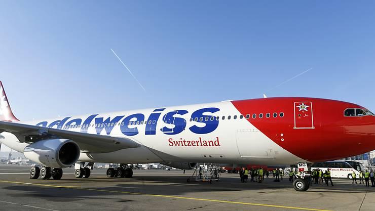 Ein Airbus A340 der Fluggesellschaft Edelweiss Air musste am frühen Dienstagmorgen in Halifax zwischenlanden. Grund dafür war ein medizinischer Notfall an Bord. (Archivbild)