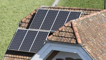Mit der Onlineplattform «Sun2050» soll man künftig das Solarpotenzial des Eigenheims ausfindig machen können. (Symbolbild)