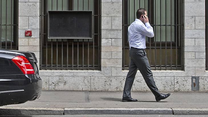 Ein italienisches Gericht hat einen Gehirntumor als Berufskrankheit anerkannt, der als Folge extremer Mobilfunktelefonie während der Arbeit entstanden sein soll. (Symbolbild)