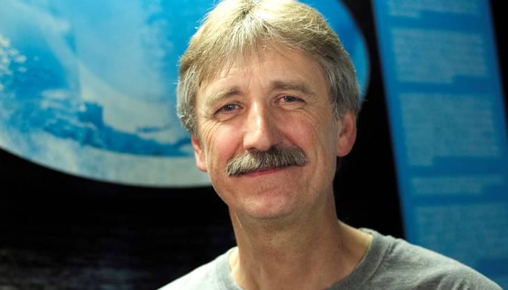 Rolf Glatz hilft derzeit beim Aufbau und der Planung der Korallenzucht im Zolli. Für die Zucht für das Ozeanium allerdings wird er nicht zuständig sein. «Ich bin nicht nur für die Korallen, sondern auch für die asiatischen und afrikanischen Süsswasser-, sowie die tropischen Nordpazifik- und San-Francisco-Aquarien zuständig», sagt der gelernte Geflügelzüchter. (mum)