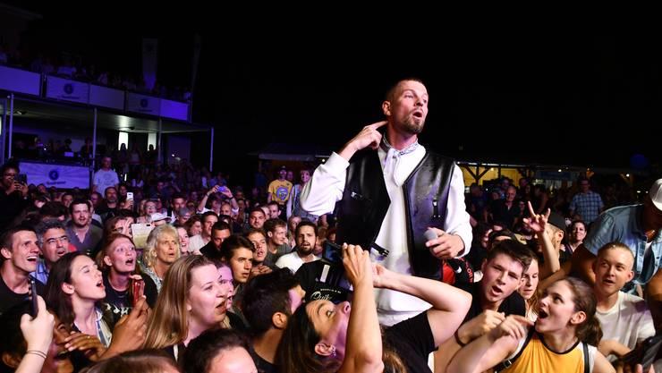 Der Westschweizer Rapper tritt auf der AKB-Bühne im Simmengut in Brugg auf während des Stadtfests Brugg 2019.
