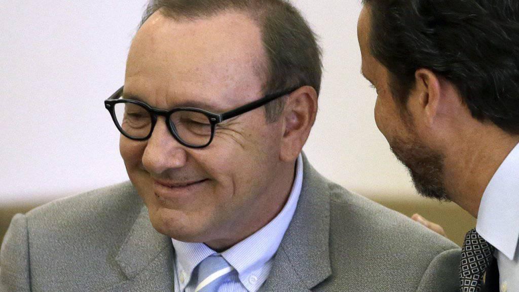 Schauspieler Kevin Spacey Anfang Juni vor Gericht in Nantucket im US-Bundesstaat Massachusetts. (Archivbild)