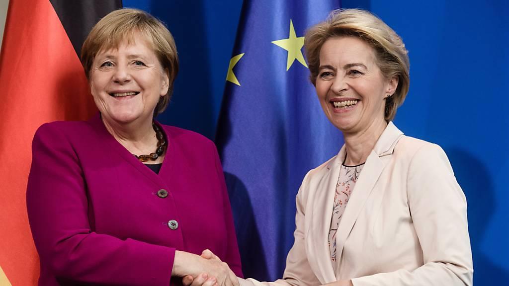 Von der Leyen und Merkel offen für Zulassung von Sputnik