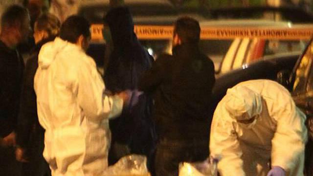 Spezialisten untersuchen den Ort der Detonation