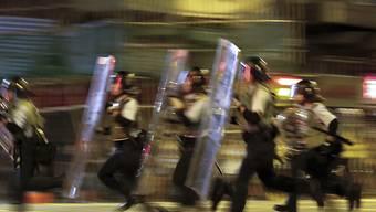 Polizisten in Hongkong bei einem Einsatz gegen Demonstranten. (Archivbild)