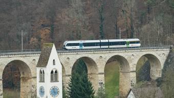 Ein Bündel an Massnahmen soll helfen, dass das Läufelfingerli – hier beim berühmten Rümlinger Viadukt – doch noch zu einem gut genutzten und erfolgreichen Zug wird.