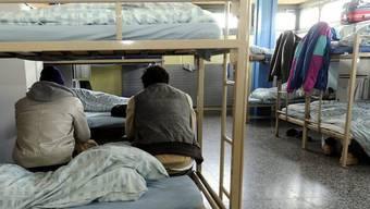 Bewohner des Asylempfangs- und Verfahrenszentrums in Chiasso (Archiv)