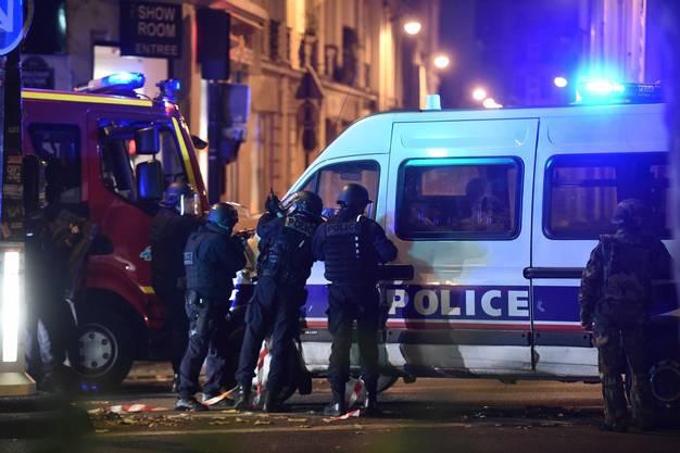 Paris im Ausnahmezustand, hunderte Polizisten stehen im Einsatz.