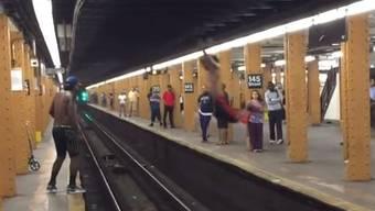 Gefilmt in Harlem: Ein waghalsiger Jump und dessen bestimmt schmerzhaftes Ende.