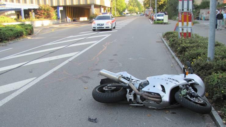 Der verletzte Motorradfahrer wurde ins Spitalgebracht (Symbolbild)