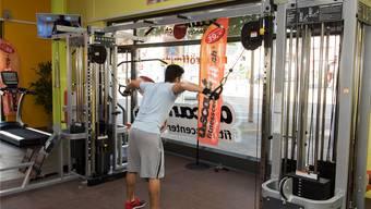 Trainieren und Schwitzen im Fitnessstudio. Auch im Freiamt halten sich viele auf diese Art fit. Symbolbild/Archiv
