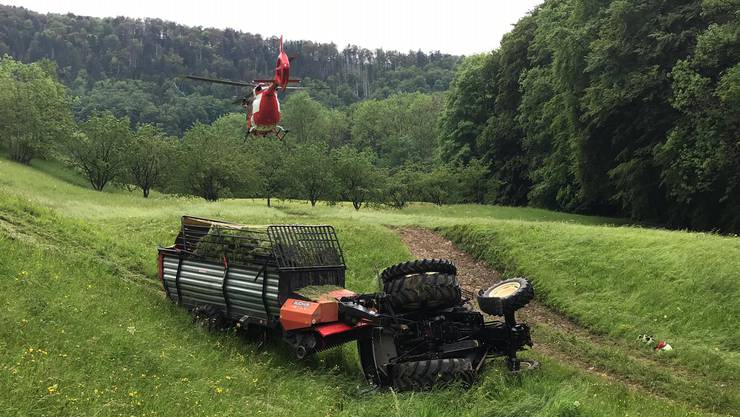 Bei einem Unfall in Bennwil wurden zwei Personen verletzt und mussten mit der Rega ins Spital geflogen werden.