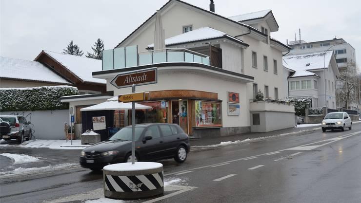 Gebäude zwischen der Zürcherstrasse und dem Risiweg sollen dem Abbruchhammer weichen. sl