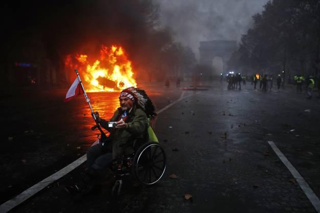 Bilder der eskalierenden Proteste in Paris.