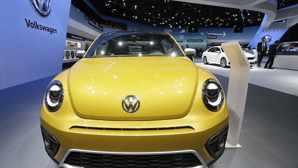 Die Autoverkäufe in der EU sind im Januar deutlich angestiegen. Auch der vom Abgas-Skandal gebeutelte VW-Konzern verkaufte mehr. (Archiv)