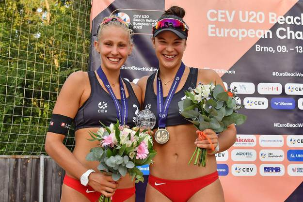 Die Vize-Europameisterinnen Menia Bentele und Annik Stähli strahlen um die Wette.