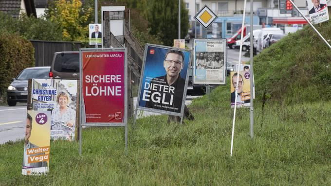Der Wahlkampf ist in vollem Gange – ein Plakatwald in der Nähe von Aarau.
