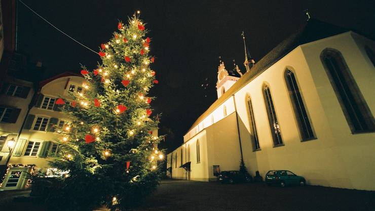 Ende einer Tradition: Im Advent 2009 sucht man den Weihnachtsbaum auf dem Aarauer Kirchplatz vergeblich. (zvg)
