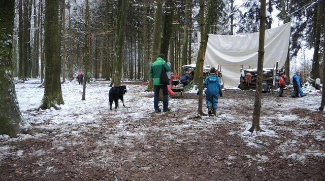 Im Naturspielwald auf der Badener Baldegg werden die Kinder mit Flötenspiel zum Zmittag gerufen