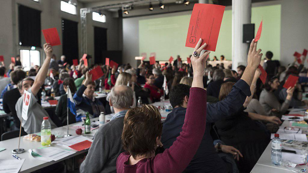 Die Delegierten der SP haben in St. Gallen entschieden, das Referendum gegen das Nachrichtendienstgesetz zu unterstützen.