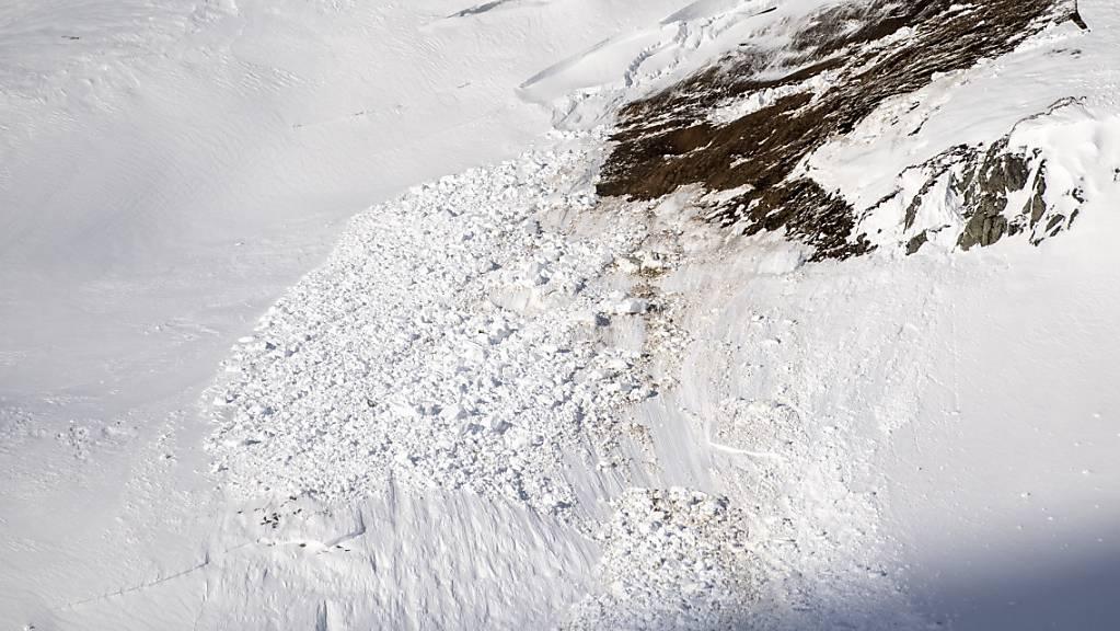 Bein einem Lawinen-Unglück sind in Südtirol zwei Personen ums Leben gekommen. (Symbolbild)