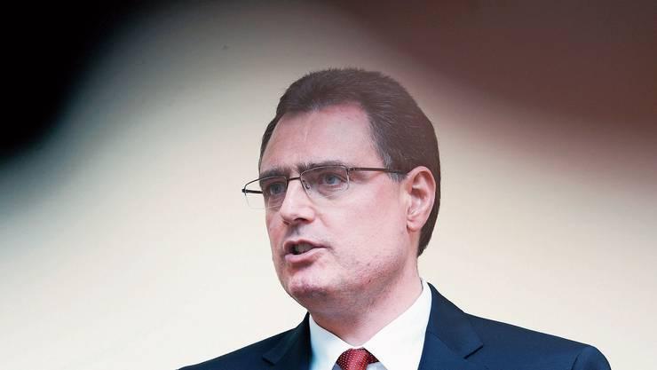 Bern, 15. Januar 2015: SNB-Präsident Thomas Jordan verkündet die Aufgabe des Mindestkurses. Er führt den global höchsten Negativzins ein.