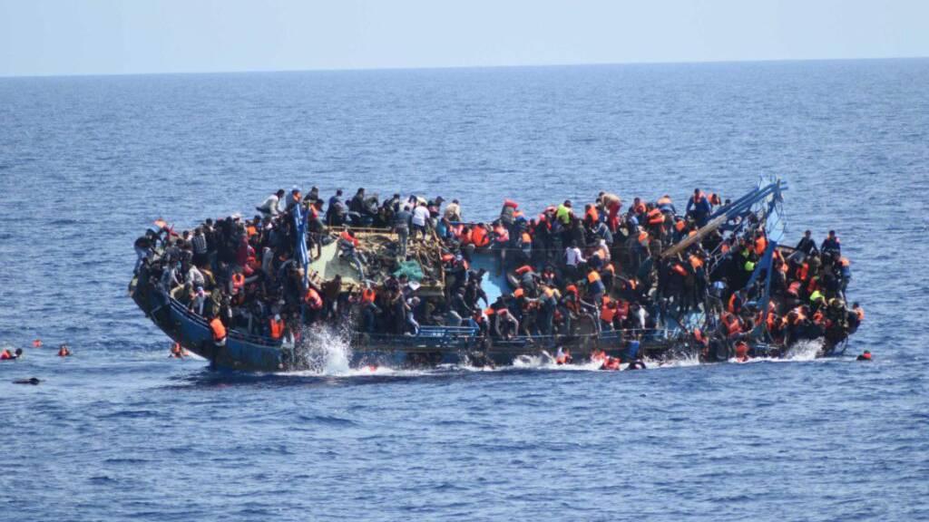 Helfer haben hunderte Flüchtlinge, die von Frankreich nach Grossbritannien gelangen wollten, aus Seenot gerettet. (Archivbild)
