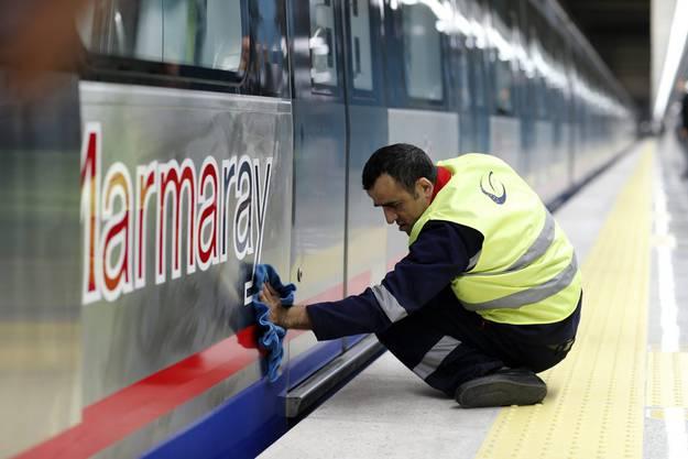 Alles ist herausgeputzt für die neue Bahnlinie, welche Asien mit Europa verbindet.