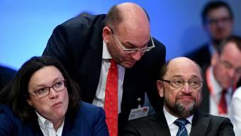 Die SPD-Spitze um Chef Schulz (rechts) hat erst einen Teilsieg errungen.