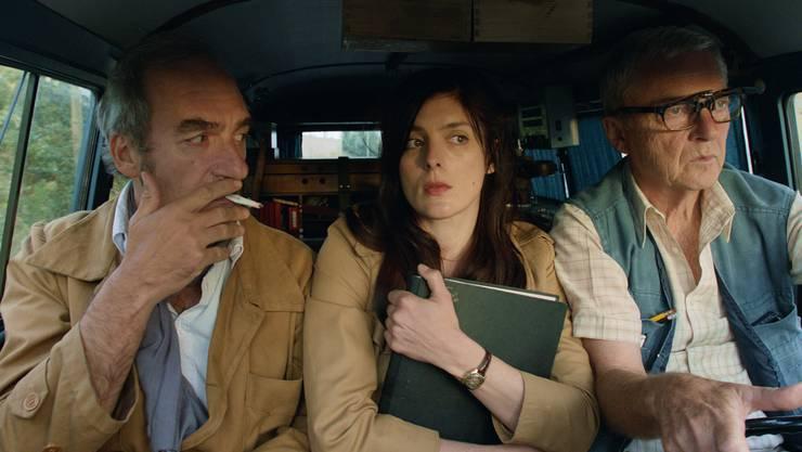Bunt gemischtes Reporterteam: Cauvin (Michel Vuillermoz), Julie (Valérie Donzelli) und Bob (Patrick Lapp).HO