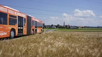 Der Bus unterwegs im äusseren Wasseramt von Etziken nach Aeschi: Die Wasserämter Gemeindepräsidenten wollen neben Busverbindungen in die Stadt auch Querverbindungen zwischen den Dörfern.
