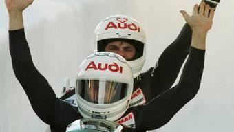 Reto Goetschi und Guido Acklin holen sich 1997 im Zweierbob den fünften Zweierbob-Schweizermeister-Titel in Folge. Archiv/Key