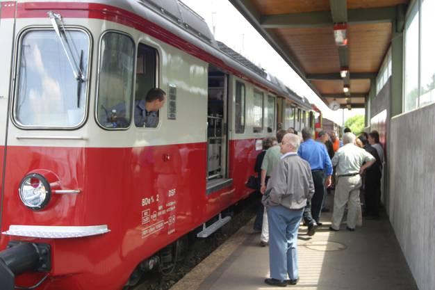 Aus unserem Archiv: Die Wohlen-Meisterschwanden-Bahn kehrte 2007 nach 10 Jahren in den Bahnhof Wohlen ein.