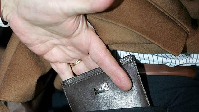 Kurz nicht aufgepasst, und das Portemonnaie ist weg. (Symbolbild)