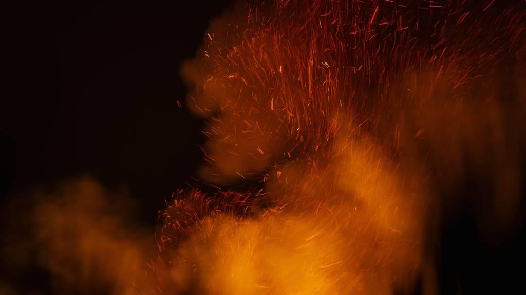 Behörden warnen vor Explosion nach Scheunenbrand