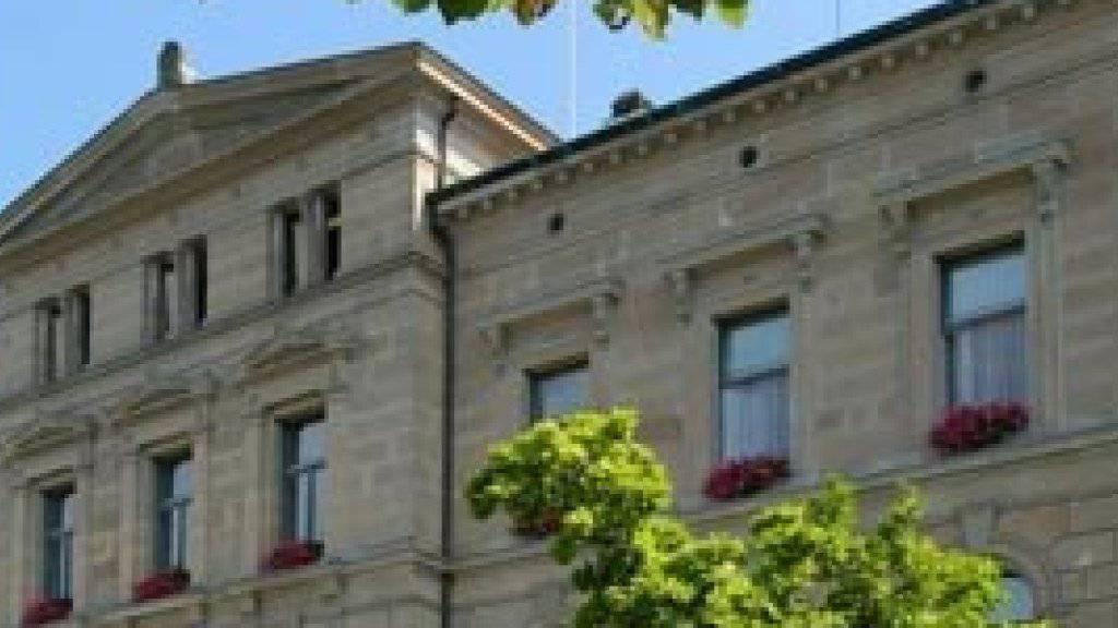 Die Verwaltung des Kantons Zug soll abspecken und der Regierungsrat ab 2019 von sieben auf fünf Mitglieder verkleinert werden.