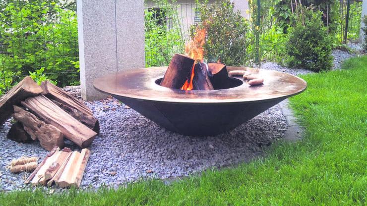 Feuer als natürliche Gartenbeleuchtung