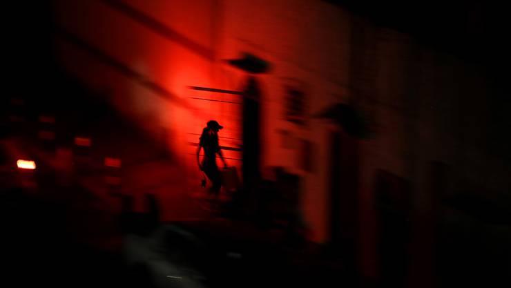 Die Regierung in Venezuela hat aufgrund der ständigen Stromausfälle im ganzen Land am Sonntag kürzere Arbeitszeiten angeordnet.