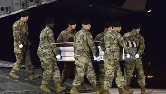 Neun Menschen, darunter vier US-Soldaten, kamen während eines Anti-Terror-Einsatzes bei einem Hinterhalt im Südwesten des Niger am Mittwoch ums Leben.