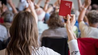 In Frick stellt sich am 18. Oktober die Schweizermacher-Frage: Wer darf den Einbürgerungswilligen künftig das Gemeindebürgerrecht zusichern?
